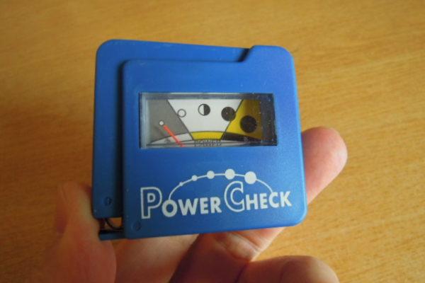 ダイソー・セリア(100円ショップ)に電池残量チェッカーは売っている!?その使い方・精度はどうなの…